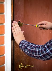 5 Ways To Unlock A Door Without A Key